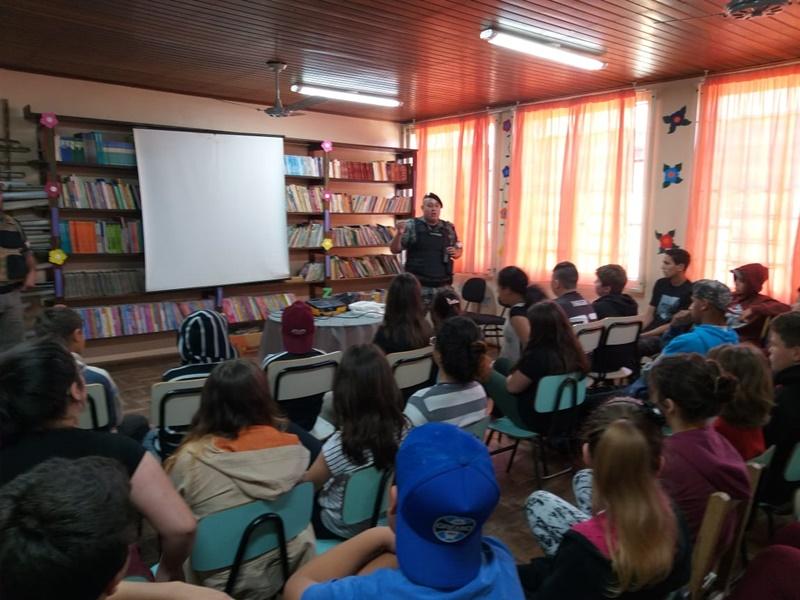 Brigada Militar promove palestra na escola Ana Barok em Mariana Pimentel