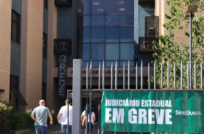 Servidores camaquenses do judiciário participam de ato em Porto Alegre