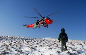 This image has an empty alt attribute; its file name is royal-navy_sar_helicopter_on_big_torry_hill_ochils_-_geograph.org_.uk_-_1660779.jpg