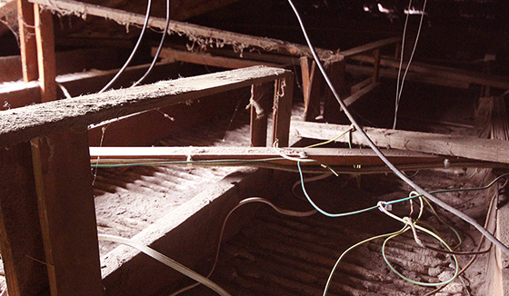 img_2582_roof-electricitywires560
