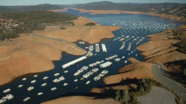 Folsom-Lake-USA-drought-before-after-10