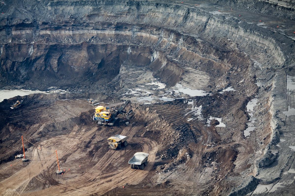 Mining operations at the North Steepbank Extension. Suncor mine, Alberta, Canada.