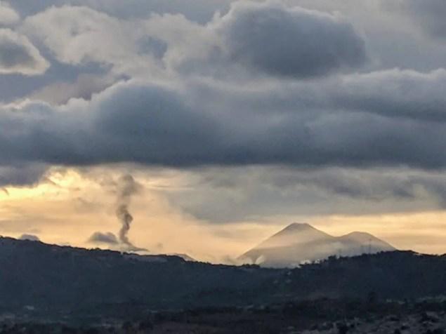 Volcán de Fuego desde Cd. Guatemala domingo 10-12-17 5pm