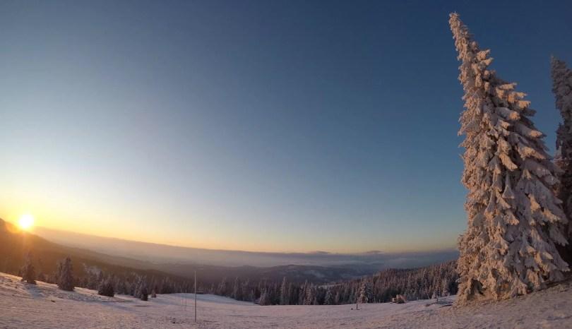 Hala Rysianka w pierwszych promieniach słońca