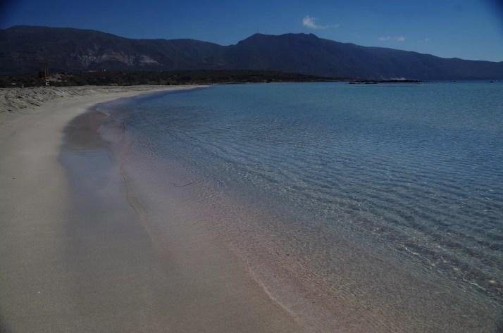 Różowy piasek na plaży Elafonisi