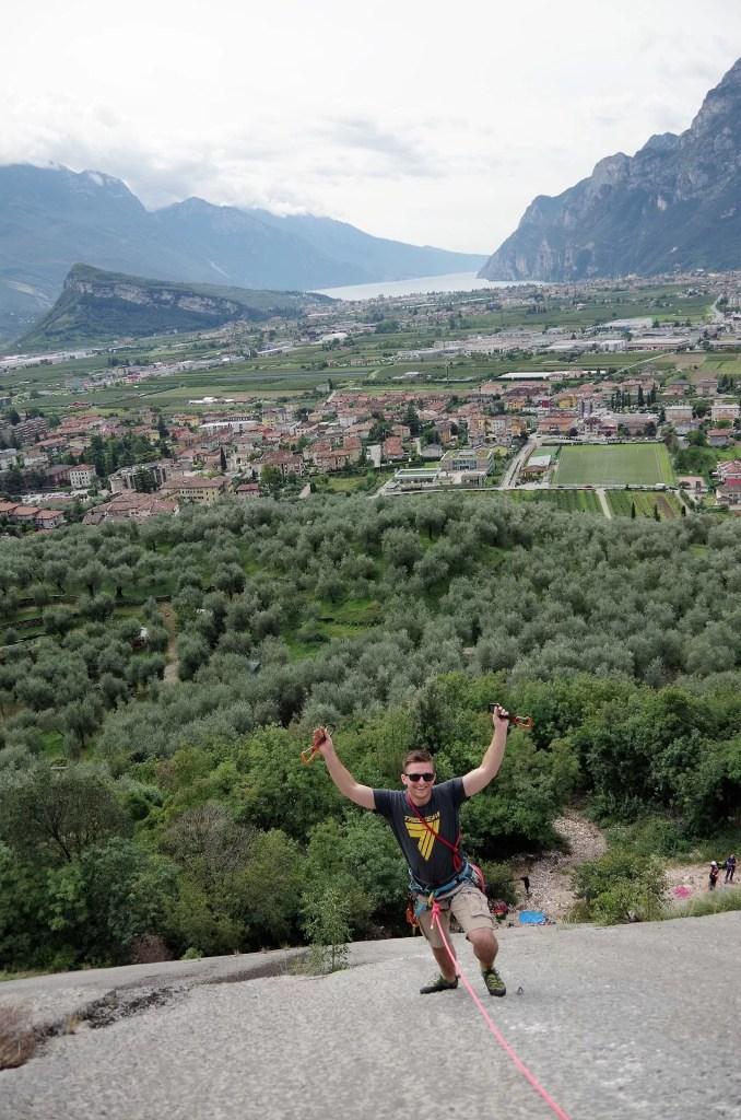 Michał na drodze wspinaczkowej w Placche di Baone, Arco