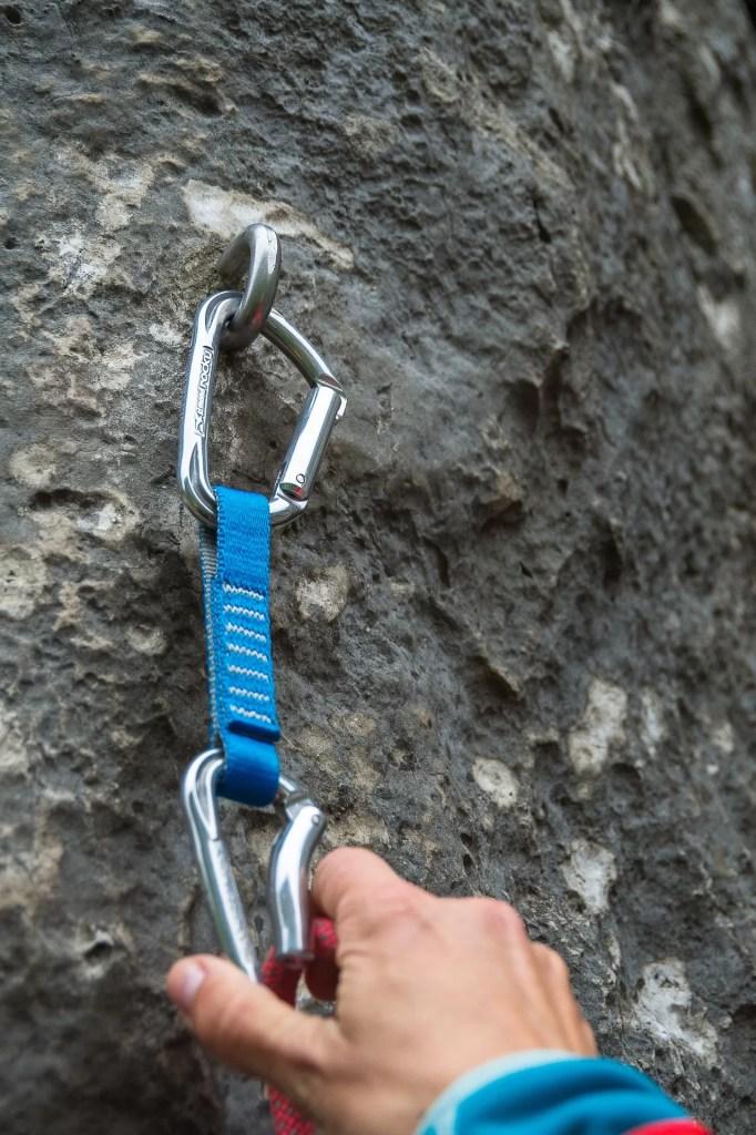 Ekspres wspinaczkowy to podstawowe wyposażenie podczas wspinaczki