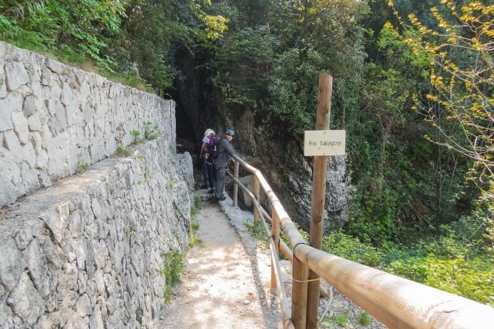 Wejście do wąwozu i strat ferraty Rio Salagoni