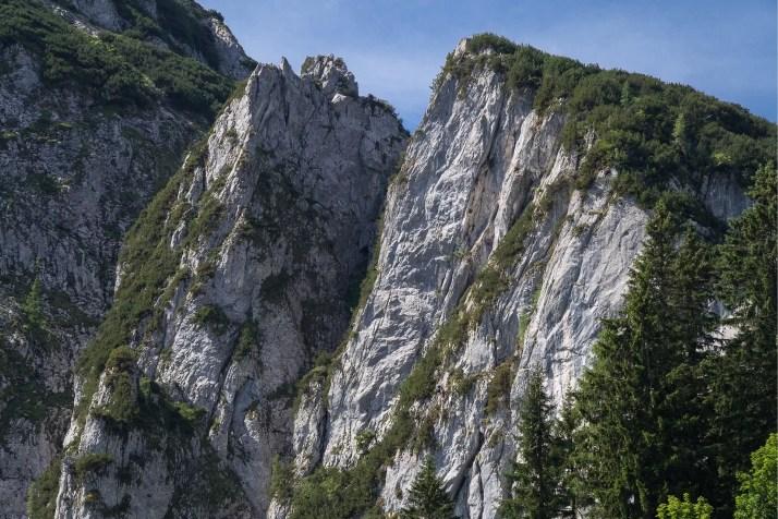 Widok na ferratę Intersport Klettersteig z drogi podejściowej