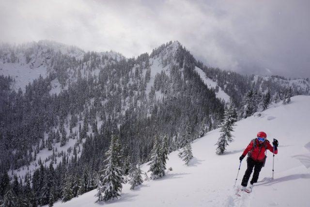 Skiing along the ridge of Tye