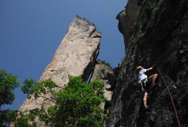 Départ sous la roche décollée