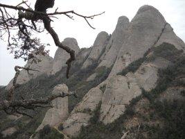 Pel Davant i Canaletes a la Panxa del Bisbe, Montserrat, Espagne 11