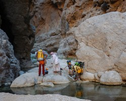Mibam à Umq Bir, sentier bédouin, Wadi Tiwi, Oman 10