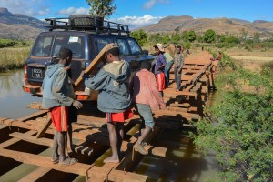 Sur la piste du Tsaranoro, Étape 1 - Sendrisoa à Ambalamanandray, Vallée de Namoly, Madagascar 4