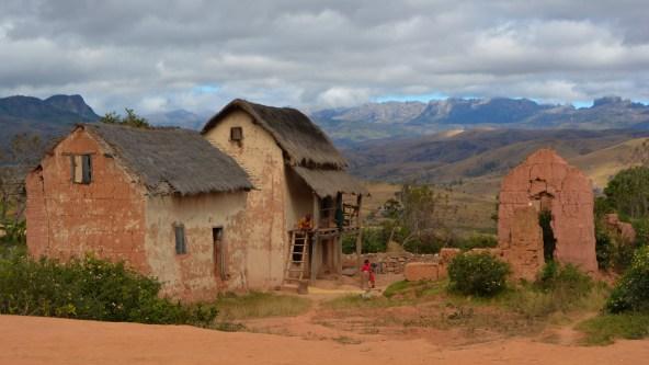 Sur la piste du Tsaranoro, Étape 1 - Sendrisoa à Ambalamanandray, Vallée de Namoly, Madagascar 1