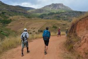 Sur la piste du Tsaranoro, Étape 1 - Sendrisoa à Ambalamanandray, Vallée de Namoly, Madagascar 18