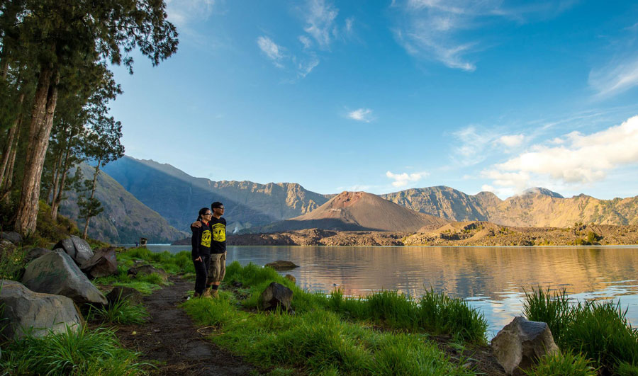 Climbing Mt Rinjani 5 Days 4 Nights