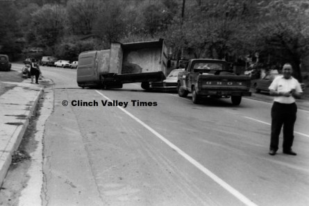 Nov. 1970 (16) wreck at Hicks store on Riverside Drive