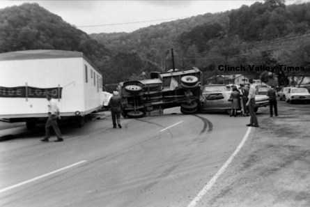 Nov. 1970 (20) wreck at Hicks store on Riverside Drive