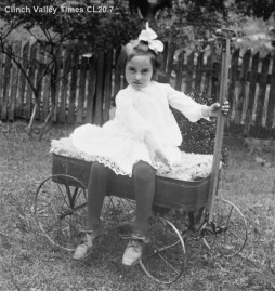 IMG_4856 Girl in Wagon CL20.7