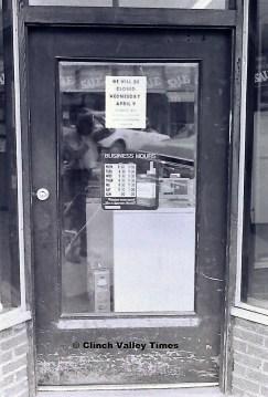 stores closed (1)