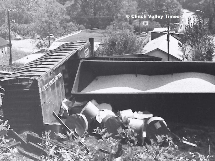 NimoFilm_4140 derailment - watermarked.jpg