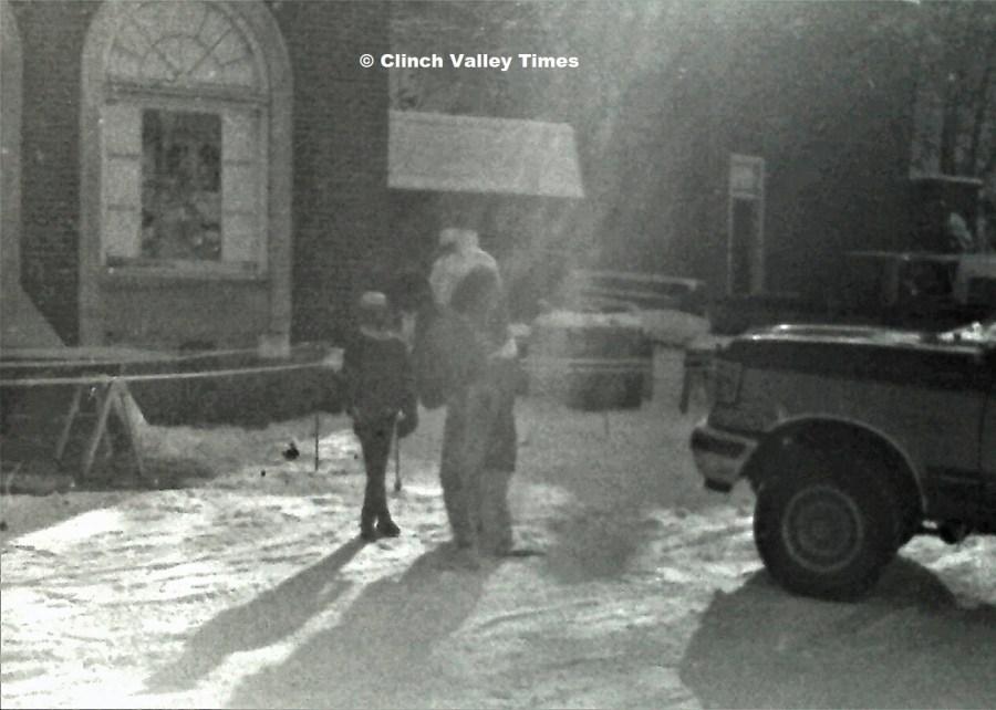 NimoFilm_6845 Dante Christmas treat distribution