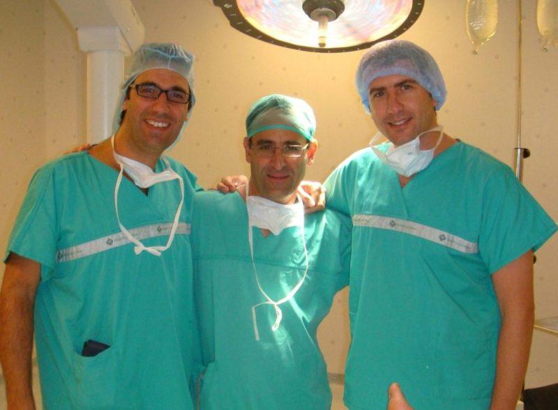 cirujanos ortopédicos Dr. Pedro Bernaldez, Andres Prieto y Daniel Cansino