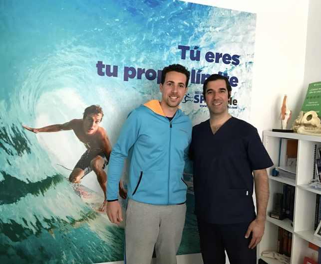 Javier Perez Morillas y el Dr Pedro Bernáldez que le opero de su rodilla