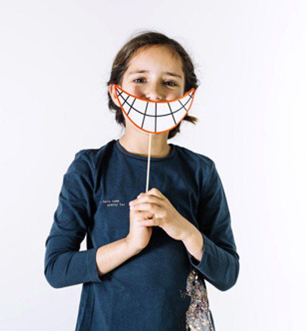 clinicadentalmorenocabello-Posturas-correctas-al-sonreír