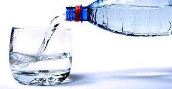 Los individuos que tomaron agua antes de las tres comidas principales perdieron de media 4,3 kg a lo largo de 12 semanas, mientras que aquellos que sólo lo hicieron en una comida o nunca, sólo perdieron 0,8 kg.