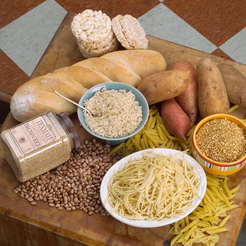Alimentos como el pan blanco o el arroz blanco desencadenan una respuesta hormonal que reduce los niveles de azúcar en la sangre y que, además, puede causar o exacerbar los cambios de humor.
