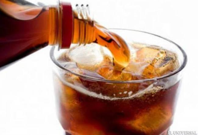 La ingesta regular de bebidas azucaradas se asocia con cambios en la presión arterial, los niveles de insulina y los marcadores inflamatorios.