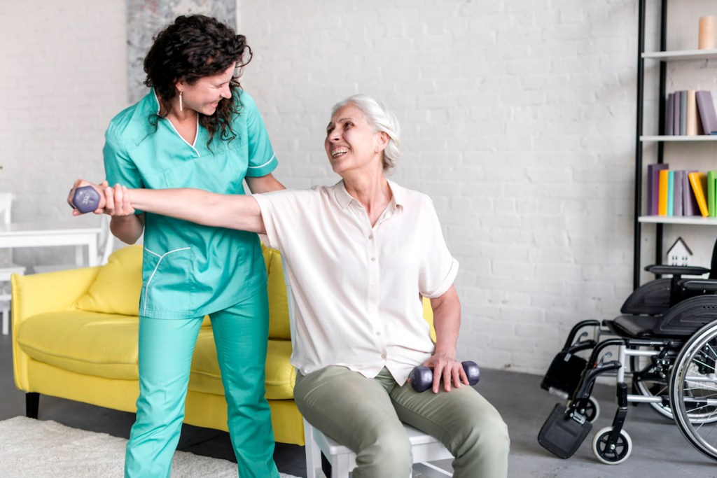 Fisioterapeuta com paciente