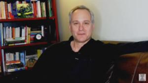 """Ross Rosenbergist Psychotherapeut, Trainer und Autor und besondererExperte in den SchwerpunktenCodependency, Narzissmus, Trauma & Sexabhängigkeit. Er istClinical Care Consultant & Advanced Clinical Trainers Owner. Zudem ist Ross RosenbergAutor des Buchs """"the Human Magnet Syndrom"""". In seinen Videos spricht er offen darüber, selbst Co-Narzisst gewesen zu sein. Er gibt sehr viele praktische Tipps zum Umgang mit Narzissten."""