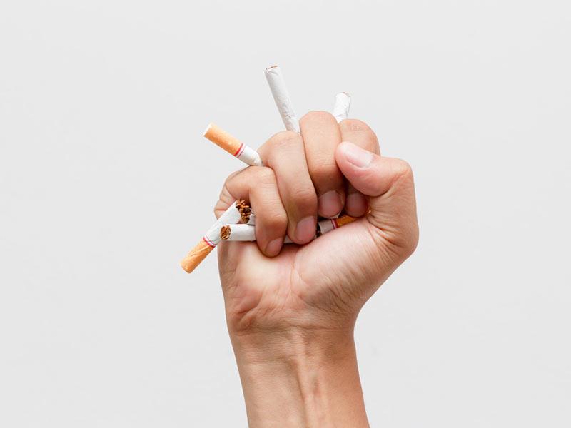 Dejar de fumar disminuye el riesgo de perder dientes