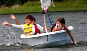 kids_sailing_bug