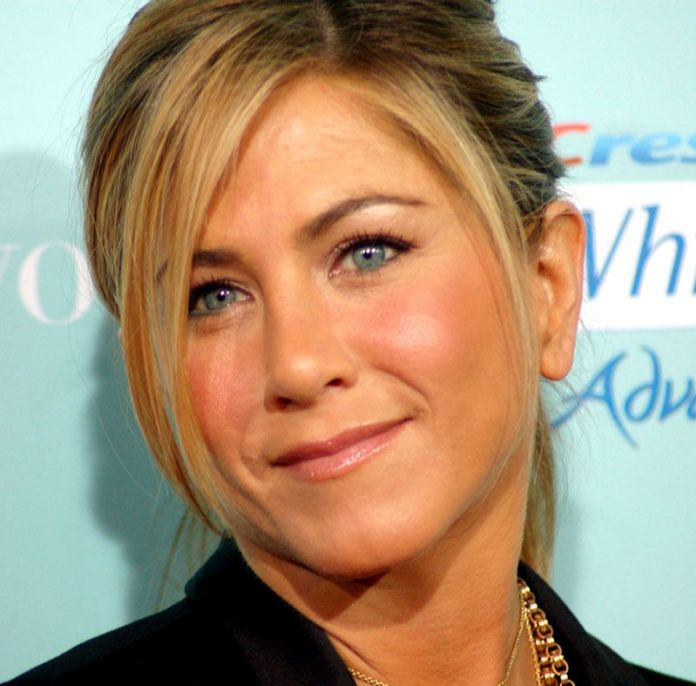 ClioMakeUp-jennifer-aniston-donna-piu-bella-people-2016-blush