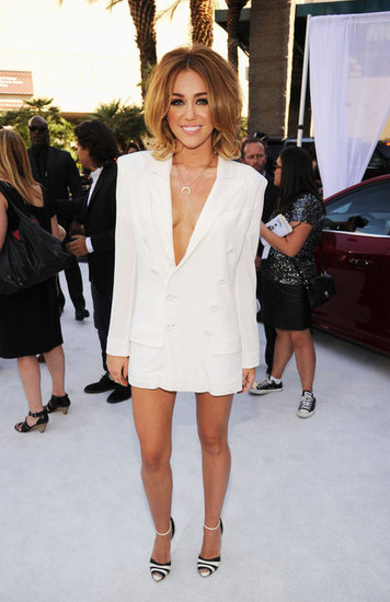 Miley-Cyrus-White-Blazer-Billboard-Awards-2012-Pictures