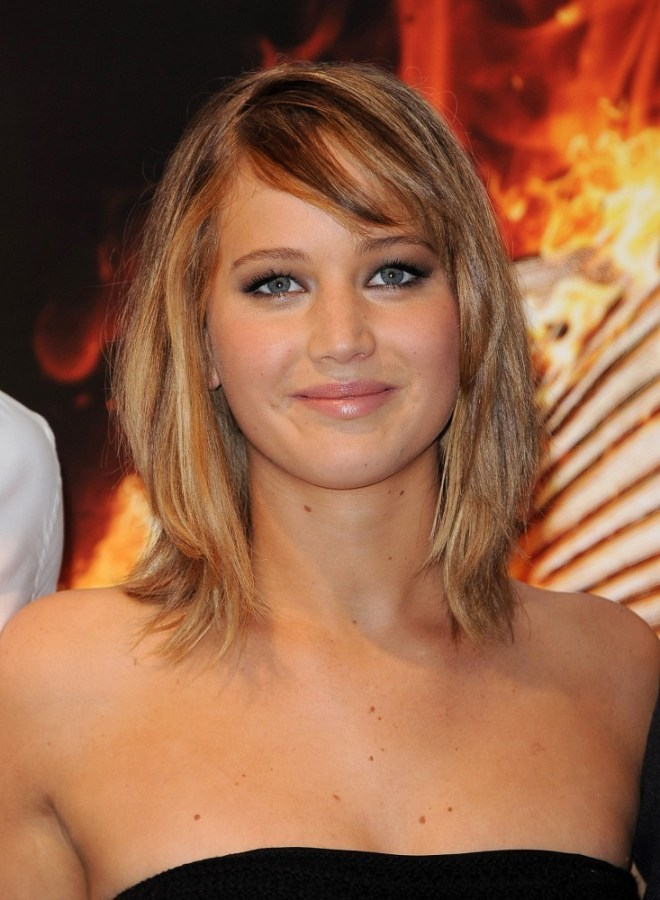Jennifer+Lawrence+Hunger+Games+Stars+Pose+-tmwToEXSW0x