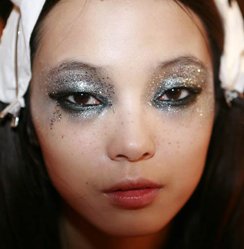 dsquared2-2012-spring-smoky-glittery-rock-makeup