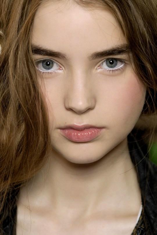 4_use-white-eye-liner