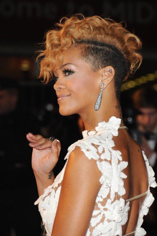 Rihanna-2010-NRJ-Music-Awards