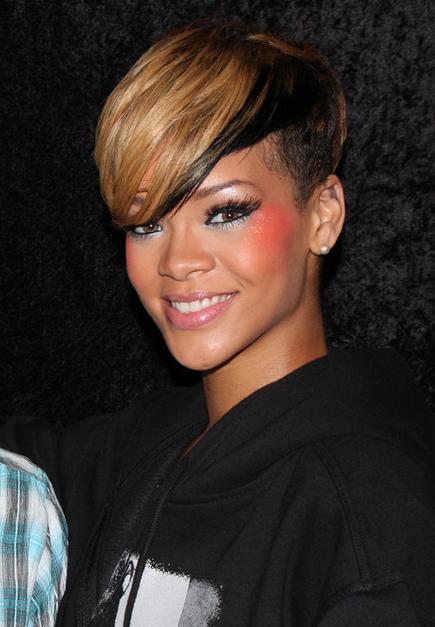 Rihanna,_2010,_Paris