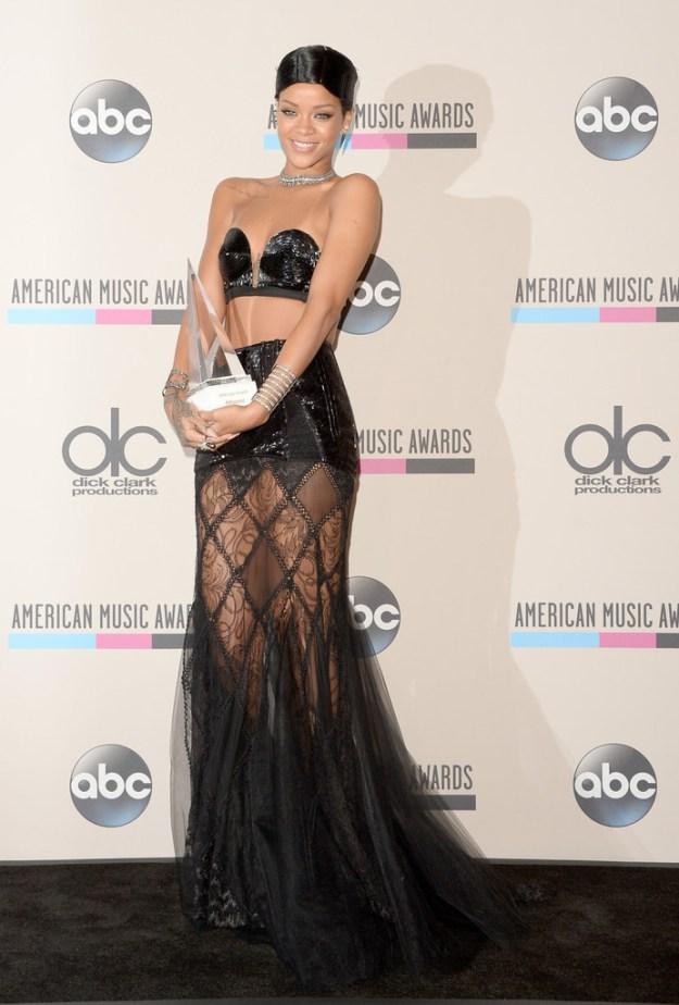 rihanna-american-music-awards-doobie-hairstyle