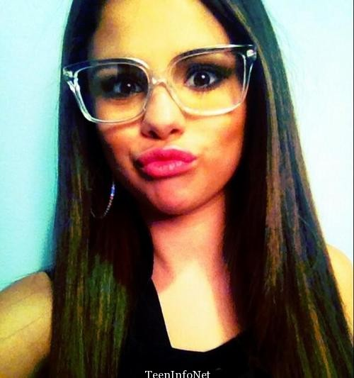 Selena-Gomez-Super-Cute-Selfie-With-Glasses