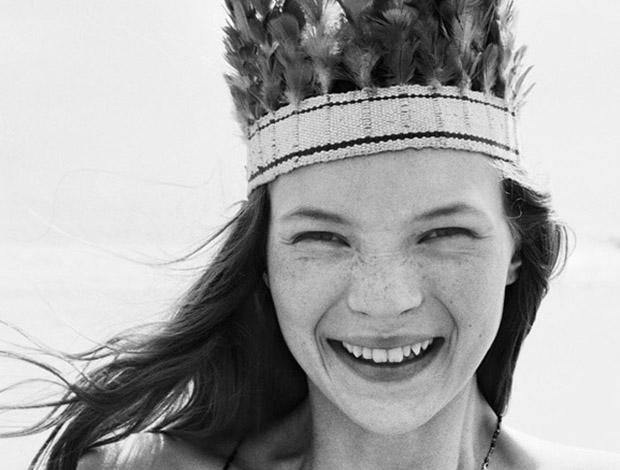 Una giovanissima Kate Moss nel 1990, nel suo primo servizio fotografico
