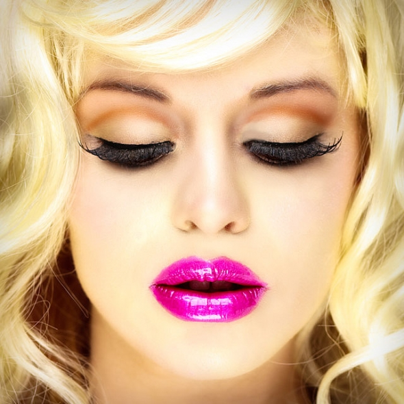 draft_lens18911507module156571192photo_1328002280false-lashes-glossy-pink-