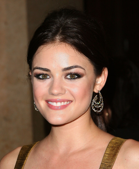 Lucy-Hale-Charming-Eyelashes-Makeup-01