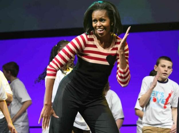 Non solo alimentazione corretta.  Let's move è la campagna anti-obesità di Michelle che sprona i ragazzi anche al movimento! Eccola all'opera in prima persona! :.)